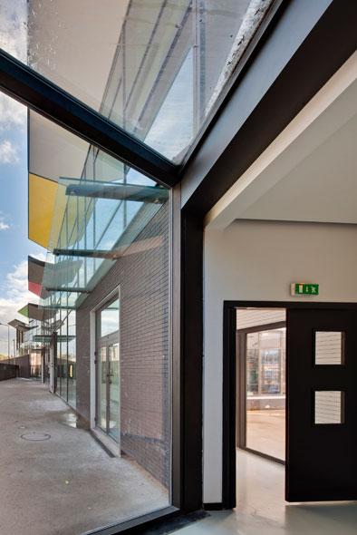 http://mikoustudio.com/wp-content/uploads/2012/11/05-bailly-vue-depuis-le-hall-elem.jpg