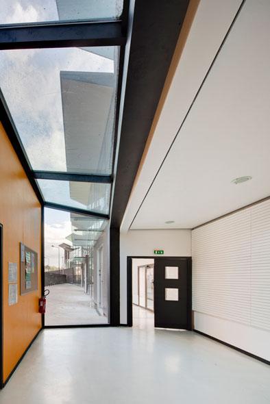 http://mikoustudio.com/wp-content/uploads/2012/11/06-bailly-vue-depuis-le-hall-elem.jpg