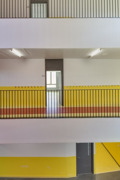 http://mikoustudio.com/wp-content/uploads/2012/11/MIKS-Zero-Energy-School_16-2-400x600.jpg